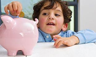 Τι πρέπει να γνωρίζουν τα παιδιά κάθε ηλικίας για τα χρήματα;