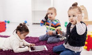 Ενα στα τρία παιδιά «σερφάρει» πριν μιλήσει!