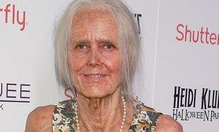 Μακάρι όλες οι γιαγιάδες να ήταν σαν την... Δε θα πιστέψετε αυτή την μεταμφίεση!