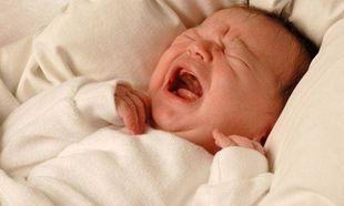 Τι πρέπει να κάνετε όταν το μωρό σας κλαίει τη νύχτα;