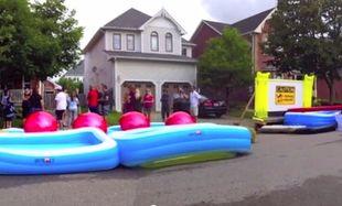 Το Wipe Out για παιδιά παίζει και δεύτερη σεζόν στους δρόμους της γειτονιάς (βίντεο)