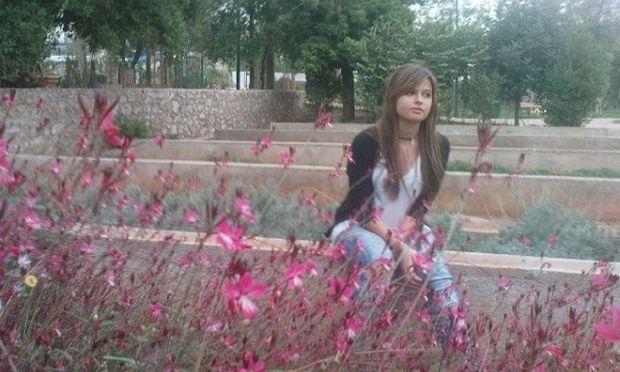 Ας βοηθήσουμε όλοι την 16χρονη Μυρτώ. Η φωτογραφία της κάνει τον γύρo του κόσμου!