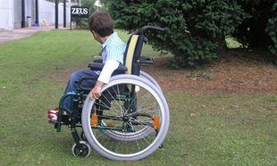 Ομογενής δώρησε 26.000 αναπηρικά καροτσάκια σε παιδιά δεκάδων χωρών