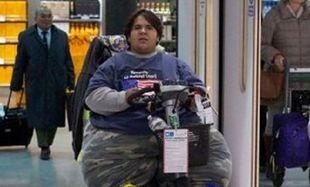 Είναι 22 ετών, ζυγίζει 227 κιλά και ψάχνει μέσο να γυρίσει στην πατρίδα του!