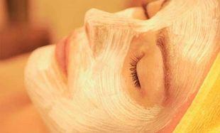 Είναι το δέρμα σας κουρασμένο και λιπαρό; Φτιάξτε μόνες σας μία μάσκα προσώπου στο λεπτό!