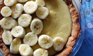 Συνταγή για εύκολη τάρτα με κρέμα από ζαχαρούχο γάλα και μπανάνες