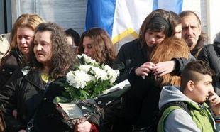 Συγκίνηση στην κηδεία της 13χρονης Σάρα