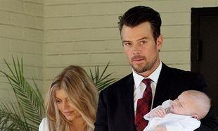 Η Φέργκι βάφτισε το γιο της! Δείτε τι φόρεσε η διάσημη μανούλα! (εικόνες)