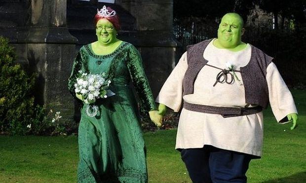 Παραμυθένιος γάμος! Ο γαμπρός ντύθηκε Σρεκ και η νύφη Φιόνα! (εικόνες)