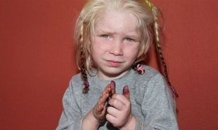 Η μικρή Μαρία παραμένει υπό την κηδεμονία του Χαμόγελου του Παιδιού με δικαστική απόφαση