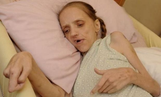 Η 35χρονη μητέρα 4 παιδιών που σοκάρει-Το αλκοόλ την κατέστρεψε (εικόνες)