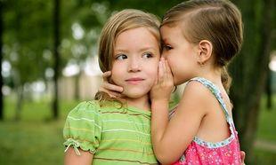 Η παιδική ματιά στον έρωτα, δεν είναι και τόσο ρομαντική! Δείτε τι γράφουν δύο επτάχρονα κορίτσια! (εικόνα)