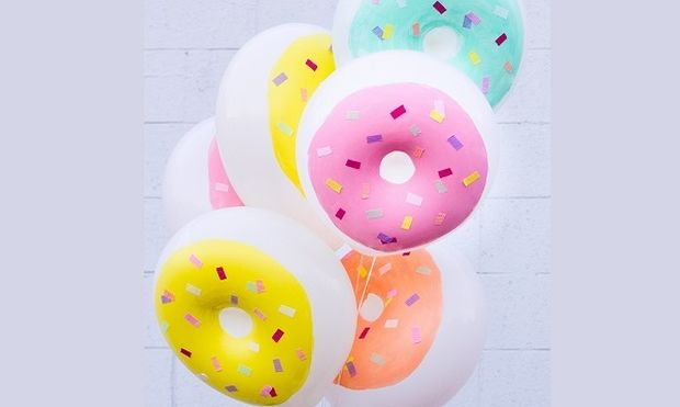 Διακοσμήστε το πάρτι με μπαλόνια σε σχήμα ντόνατς- Δείτε πως να τα κατασκευάσετε