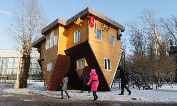 Ρωσία: Το ανάποδο σπίτι! Οι επισκέπτες περπατούν στο ταβάνι! (εικόνες, βίντεο)