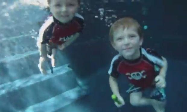 Γκριμάτσες κάτω από το νερό! Δείτε το αξιολάτρευτο βίντεο με πρωταγωνιστές μικρά παιδιά