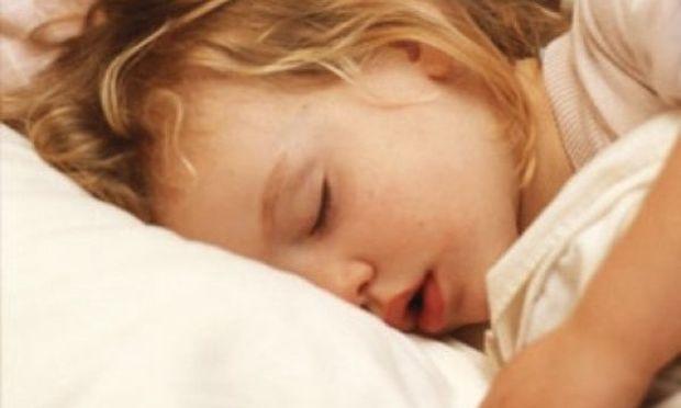 Το παιδί σας αργεί να σηκωθεί κάθε πρωί; Υπάρχει τρόπος να μπει σε σειρά!