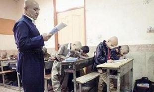 Η ιστορία του δασκάλου και των μαθητών του που ξύρισαν τα κεφάλια τους για να συμπαρασταθούν στον συμμαθητή τους