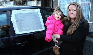 Κλειδώθηκε το μωρό της στο αυτοκίνητο και η ομάδα εκτάκτου ανάγκης δε τη βοήθησε επειδή δεν ήταν συνδρομήτρια! (φωτογραφίες)