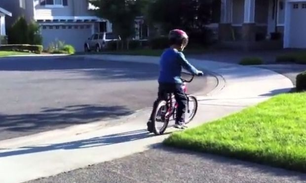 Πέντε απλά βήματα για να μάθουμε στο παιδί μας ποδήλατο! (βίντεο)
