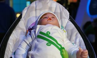 Μοναδικό! Φανελάκι ανιχνεύει την αναπνοή του μωρού μας και το αν όλα πάνε καλά! (βίντεο)