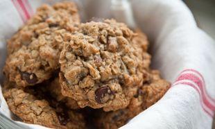 Συνταγή για νόστιμα μπισκότα με βρώμη και κομμάτια σοκολάτας