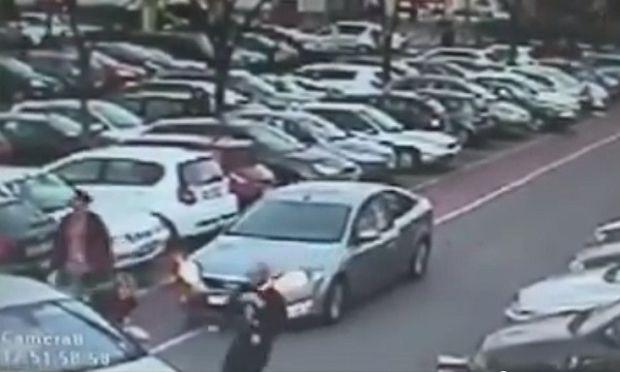 Aπίστευτο! Ληστής έκλεψε αυτοκίνητο με το μωρό μέσα! (βίντεο)