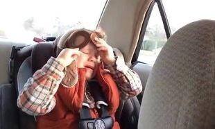 Η συγκίνηση του 4χρονου που ακούει την αγαπημένη του μπαλάντα! (βίντεο)