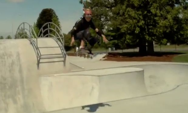 Ανταγωνίζεται επαγγελματίες του σκέιτμπορντ στα δέκα του! (βίντεο)