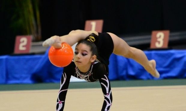 Η 13χρονη αθλήτρια ρυθμικής γυμναστικής,που ξεσηκώνει τον κόσμο με το ταλέντο της! (βίντεο)