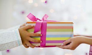 Aπό πότε το παιδάκι που έχει γενέθλια, πρέπει να κάνει δώρα στους φίλους του; Γράφει η Ελένη Κεχαγιά