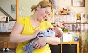 Πήγε στην τουαλέτα γιατί πονούσε η κοιλιά της και τελικά γέννησε!