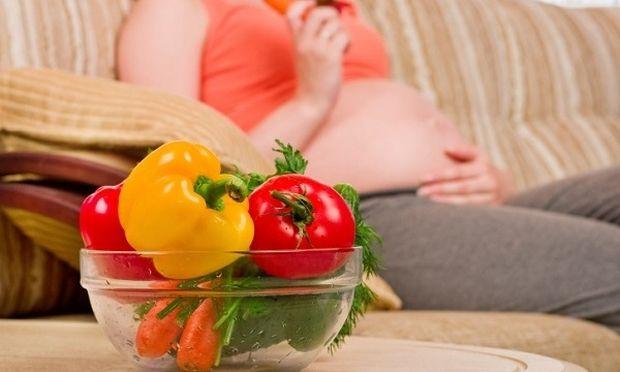 Ερευνα: Μειωμένος κίνδυνος πρόωρου τοκετού για τις έγκυους που τρώνε φρούτα και λαχανικά