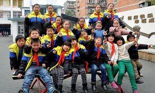 Δασκάλα- ήρωας! Διδάσκει σε 20 δίδυμα παιδιά! (εικόνες)