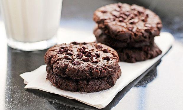 Συνταγή για νηστίσιμα μπισκότα σοκολάτας με κομματάκια σοκολάτας!