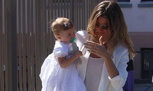 Δείτε τις πρώτες φωτογραφίες από τη... μυστική βάπτιση της κόρης της Ζιζέλ