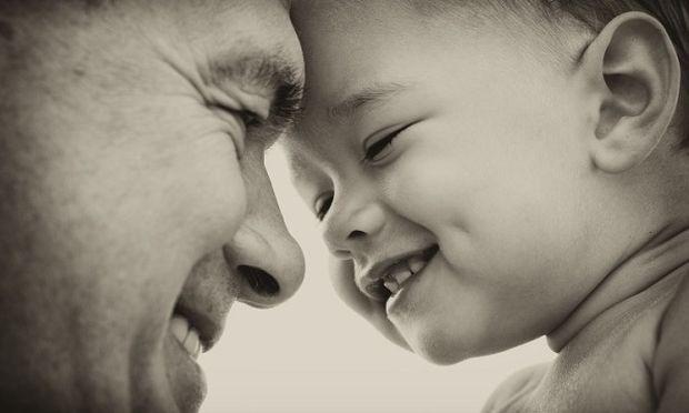 «Η άδεια καθημερινότητα ενός μόνου μπαμπά». Το γράμμα που μας ράγισε την καρδιά