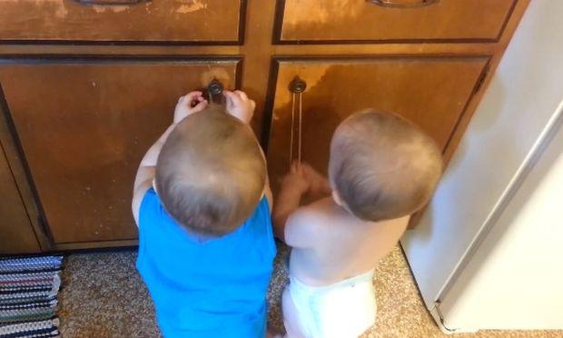 Αυτά τα μωρά θα σας φτιάξουν τη διάθεση. Δείτε τι κάνουν! (βίντεο)