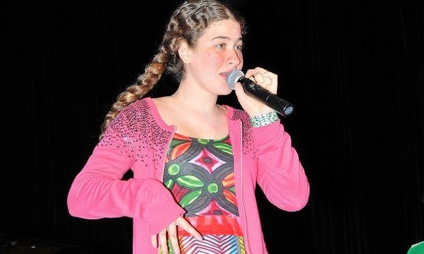 Η 14χρονη με τη νοητική υστέρηση που «μεταμορφώνεται» όταν τραγουδά (εικόνες & βίντεο)