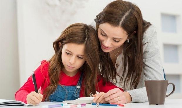 Eίναι λάθος να διαβάζουμε τα παιδιά μας για το σχολείο