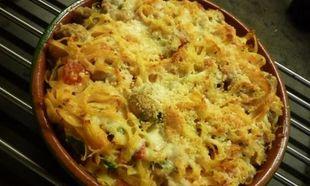 Συνταγή για ταλιατέλες στο φούρνο με ντομάτα και τυριά