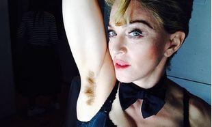 Η Μαντόνα μας δείχνει την αξύριστη μασχάλη της (φωτογραφία)