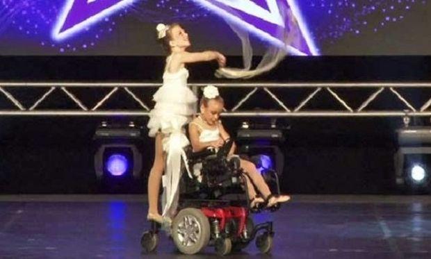 Η 9χρονη σε αναπηρικό καροτσάκι που κέρδισε τον διαγωνισμό χορού! (βίντεο)