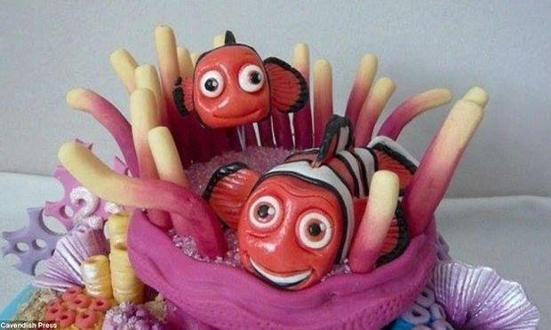 Να λυπάσαι να τις φας! Η 26χρονη που ανήγαγε τη δημιουργία τούρτας σε τέχνη! (εικόνες)