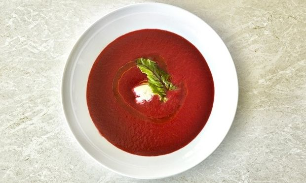 Ανοιξιάτικη σούπα παντζαριού γεμάτη υγεία, γεύση και χρώμα από τον Γιώργο Γεράρδο