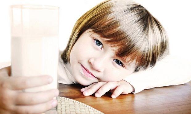 «Το παιδί μου αρνείται ξαφνικά να πιει το γάλα του. Τι να κάνω;». Μικρά μυστικά διαχείρισης!