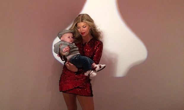 Δείτε το αξιολάτρευτο μωράκι της Φέργκι να της εύχεται χρόνια πολλά (εικόνες)