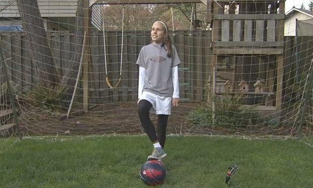 Κάντο όπως ο Μπέκαμ! Αυτή η 12χρονη μας αφήσε με το στόμα ανοικτό! (βίντεο)