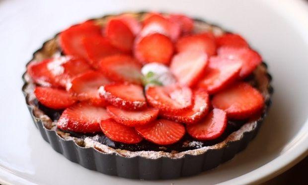 Συνταγή για πεντανόστιμη τάρτα σοκολάτας με φράουλες