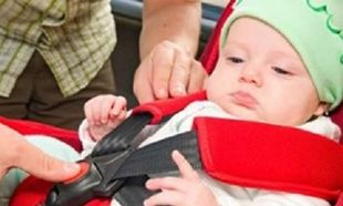 Τέλος τα ξεχασμένα παιδιά στα αυτοκίνητα. Ερχεται ειδικός συναγερμός για τους... αφηρημένους γονείς