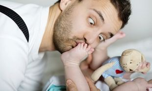 Ενας ξεκαρδιστικός οδηγός για το πώς να είστε σωστοί γονείς (εικόνες)